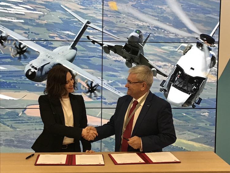 Isabel Díaz Ayuso y Manuel Huertas, tras la firma del convenio